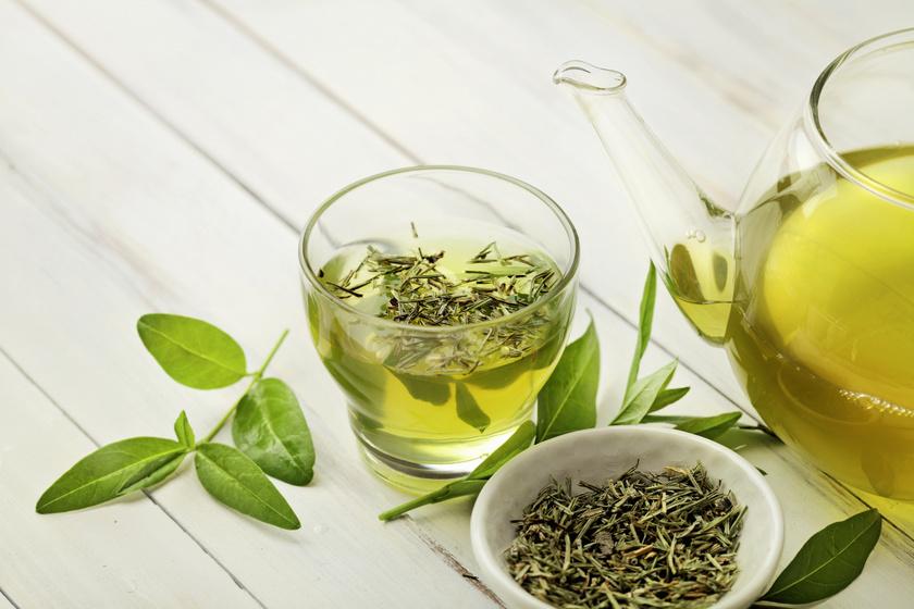 A zöld tea remek immunerősítő, emellett a szív- és érrendszeri betegségek, valamint a daganatos megbetegedések megelőzésében is segít. Sokféle vitamint és ásványi anyagot tartalmaz, mértékletes fogyasztásának nincsenek kedvezőtlen hatásai a szervezetre.