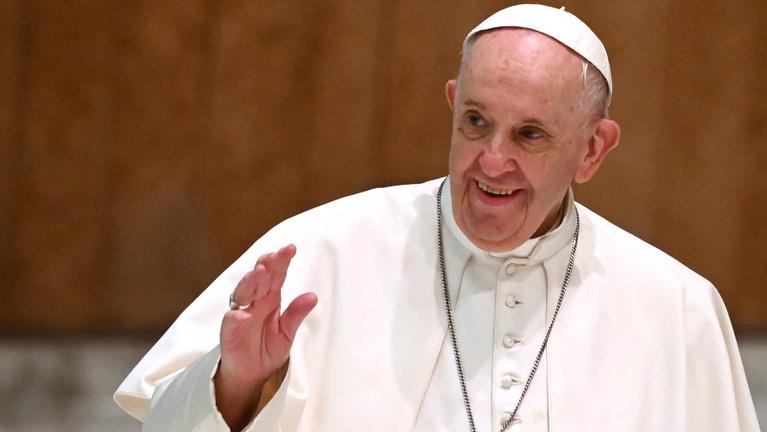 Félezer kilométert tekernek, hogy láthassák a pápát