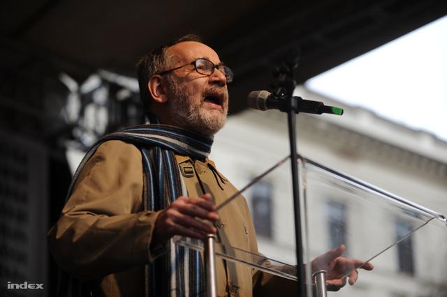 Tamás Gáspár Miklós volt az első felszólaló.