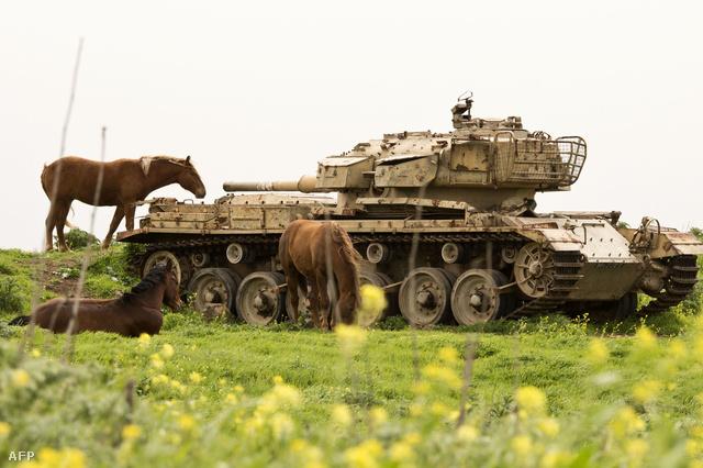 Izraeli tank és lovak a Golán-fennsíkon
