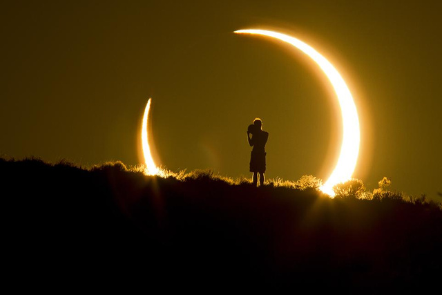 smithsonian-photo-contest-naturalworld-solar-eclipse-colleen-pin