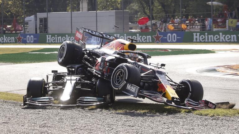 Dráma Monzában: Verstappen és Hamilton ütközése után kettős McLaren-győzelem