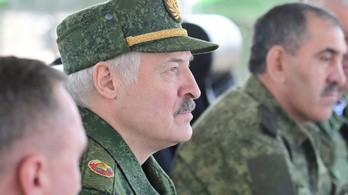 Lukasenka egymilliárd dollárért vesz orosz fegyvert