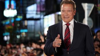 Schwarzeneggert lenyűgözte a 10 éves magyar kislány, aki foggal húzta el a terepjárót