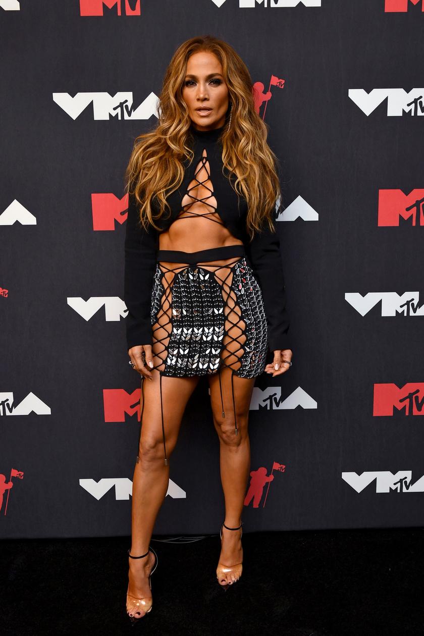 Jennifer Lopez merész ruháját David Koma tervezte.