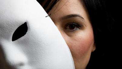 Vedd észre, ha hazudnak neked: a testbeszéd szakértői szerint kiderül a füllentés