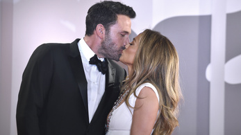 Ben Affleck nem szórakozik, ha valaki túl közel merészkedik Jennifer Lopezhez