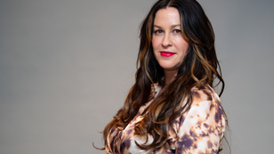 Többen is megerőszakolták - állítja az énekesnő, Alanis Morissette