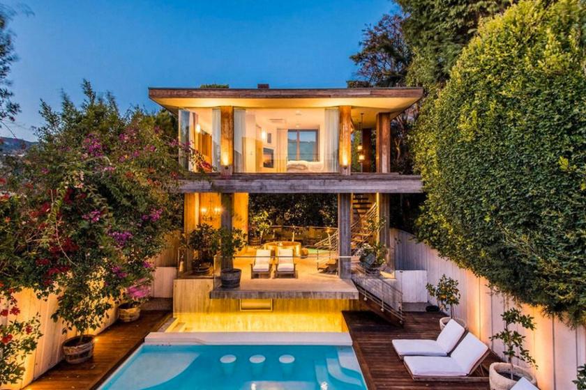 Nagyon hangulatos a modern stílusban felépített otthon.