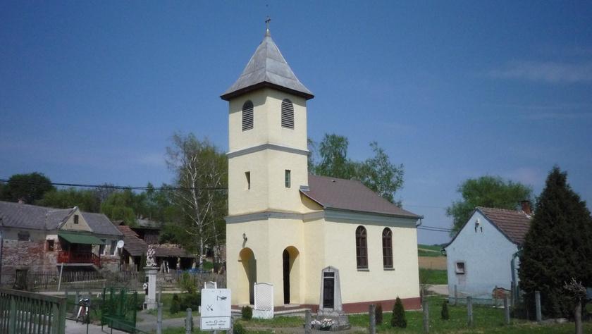 A kistolmácsi Kisboldogasszony-templom.