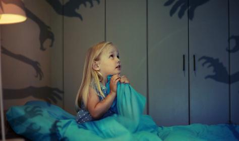 4 bevált praktika, ami segít megvigasztalni a gyereket, ha rémálma van