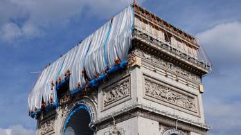 Becsomagolták a párizsi Diadalívet, mert Christo így akarta