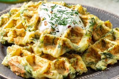 Puha, sós gofri cukkinivel dúsítva – Tejföllel vagy sajttal tökéletes reggeli