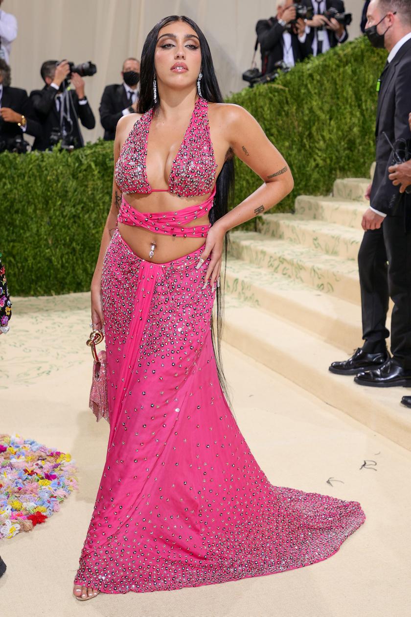 Lourdes egy csillogó, pink Moschino kreációban tündökölt.
