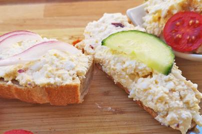 Juhtúrós tojáskrém pillanatok alatt – Isteni, fehérjedús reggeli