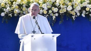 Ferenc pápa bemegy a nyomornegyedbe, amelyik miatt a buszsofőrök veszélyességi pótlékot kaptak