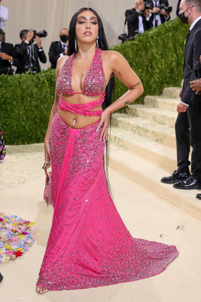 Madonna lánya, Lourdes Leon is szinte félmeztelenre öltözte magát
