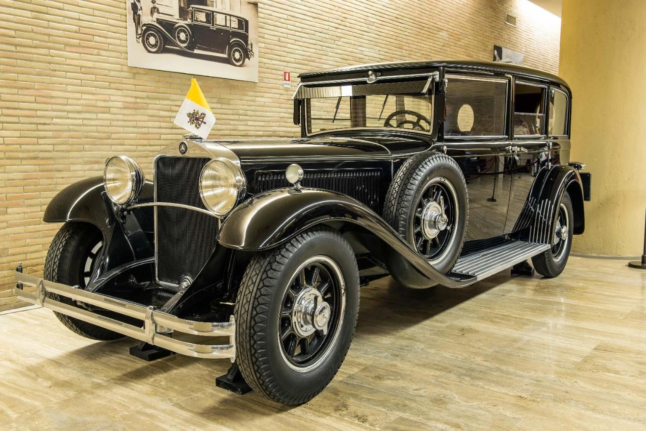 Mercedes Nürburg 460 (1930): Az első Mercedes pápamobil egy Nürburg volt, amelyet XI. Piusz pápa kapott ajándékba a Daimler-Benztől. Ez megalapozta a mindenkori pápa és a Mercedes kapcsolatát