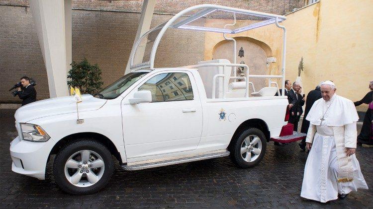 Dodge RAM (2017): …így került múlt vasárnap hazánkba a mexikói látogatásból maradt két Dodge RAM, amelyek a hírek szerint lábon érkeztek Szlovákiából