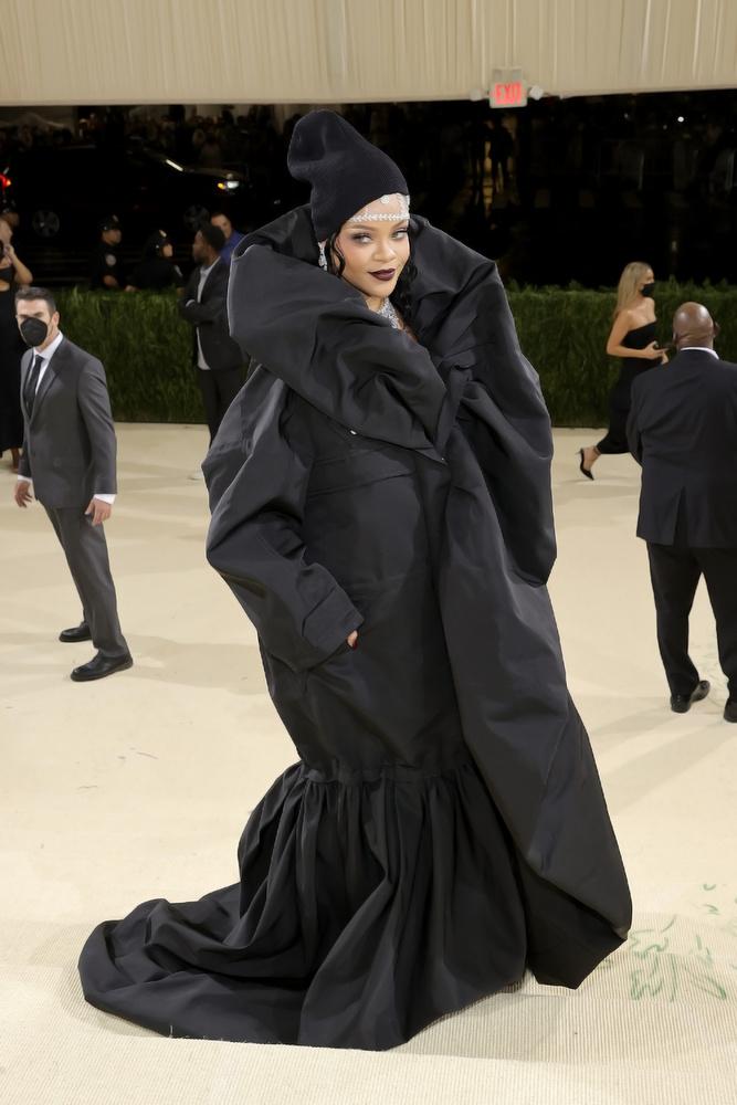 És a végére egy fotót Rihanna ruhájáról is csatolunk