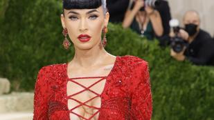 Köldökig érő dekoltázs és pucérruhák: íme a legvadítóbb öltözékek a Met-gáláról