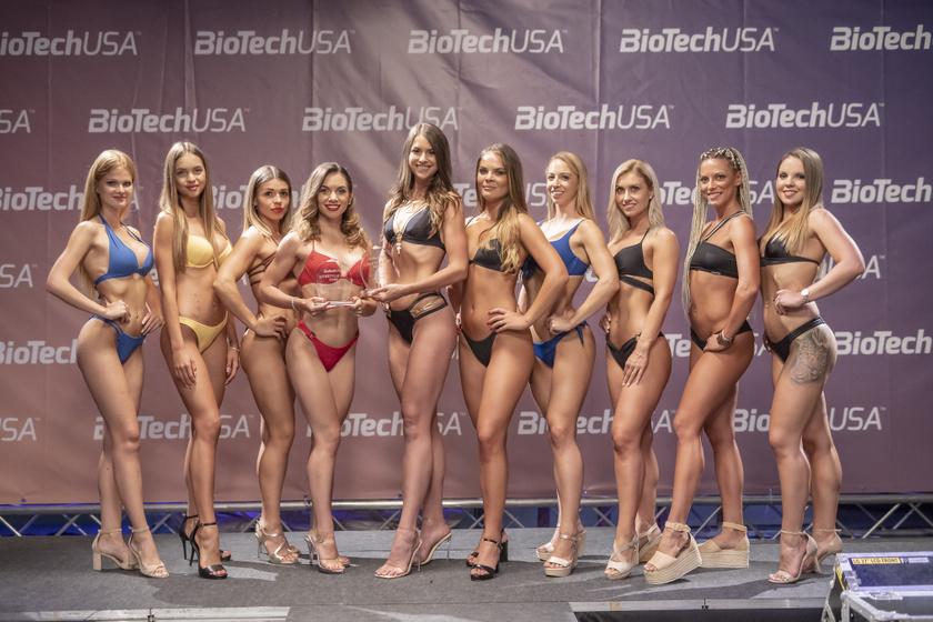 A BioTechUSA Fittest Girl 2021 kategória döntősei és a díjazottak.