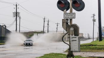 Rendkívüli állapot, újabb trópusi ciklon csapott le az Egyesült Államokra