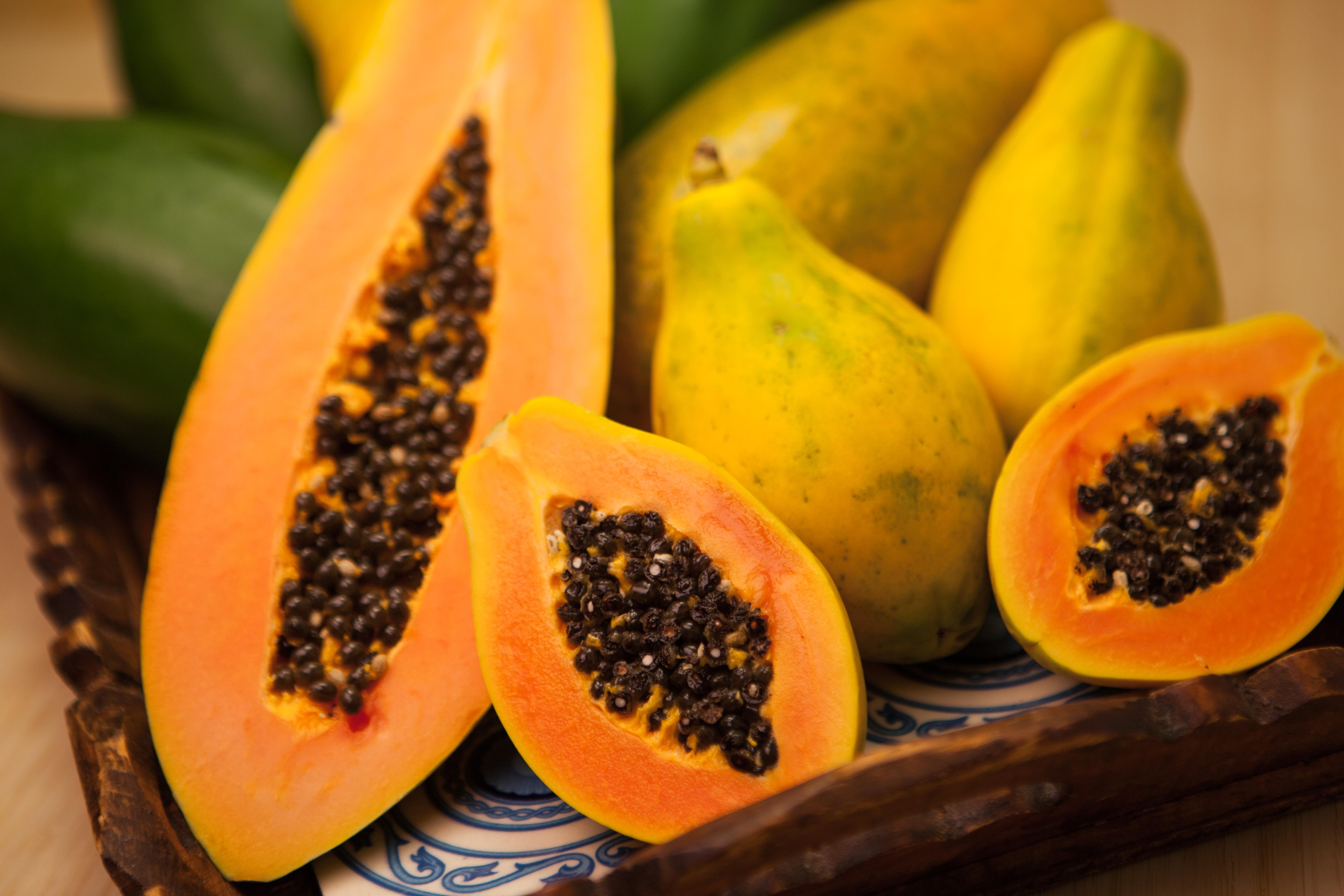 Dinnyefaként is szokták emlegetni, azonban van egy másik neve ennek a gyümölcsnek, ami sokkal elterjedtebb. Mi az?