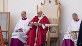 Ferenc pápa: A méltóság megújításához el kell hagyni az előítéleteket