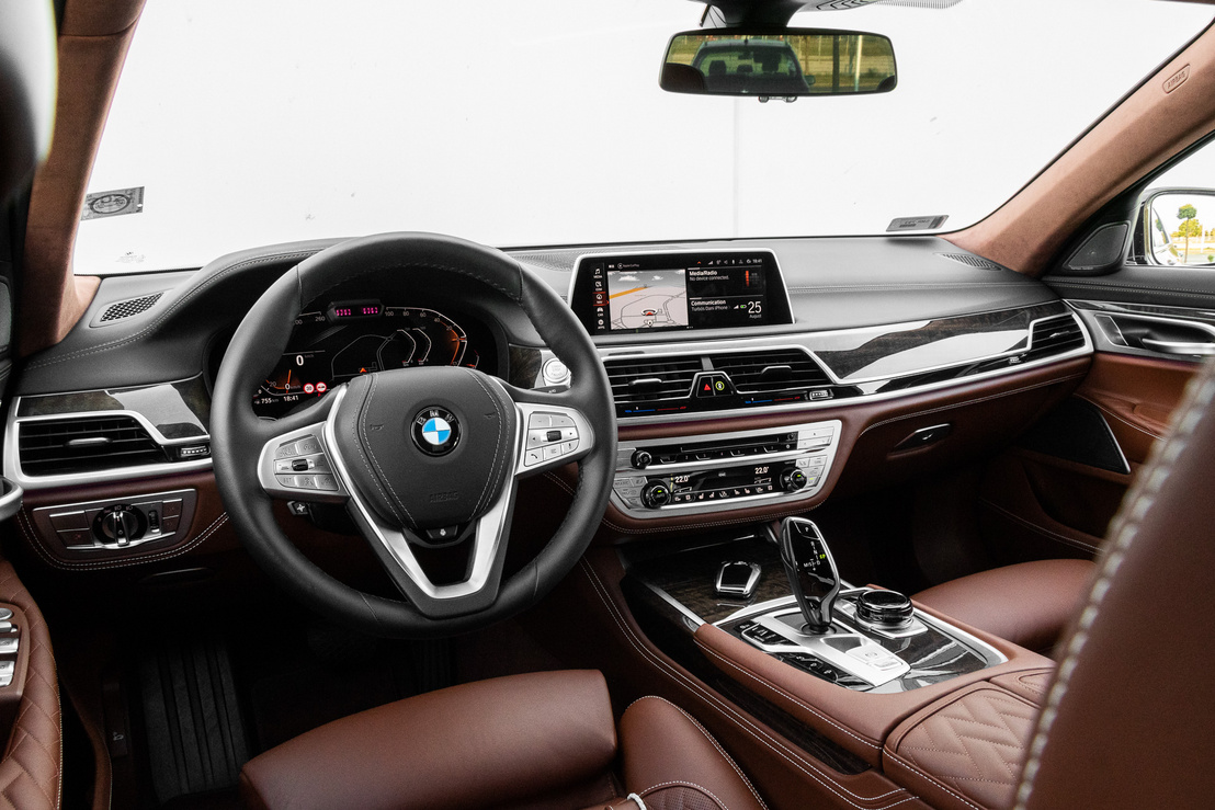 Ma már letisztultabb a BMW, de ez a beltér ma is nagyon kellemes, jól használható, minőségi