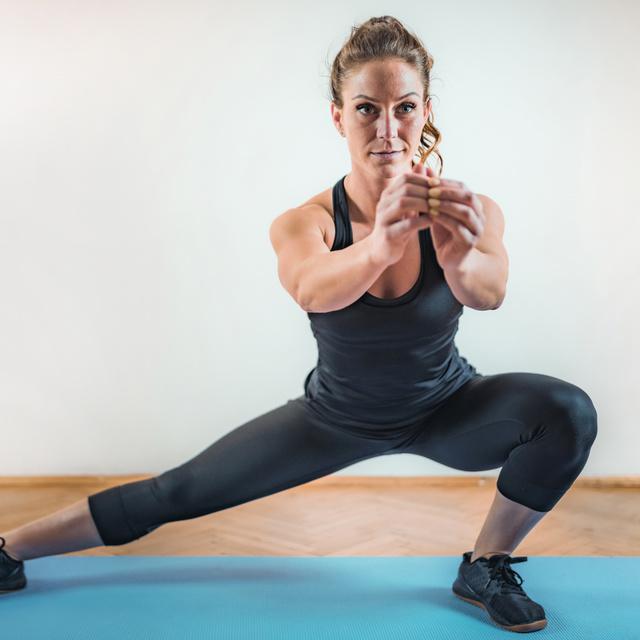 Lerobbantja a kötényhasat ez a gyakorlatsor: intenzív 20 perces HIIT-edzés, ami otthon is végezhető