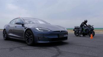 Hayabusa és Ninja a csúcs-Tesla ellen