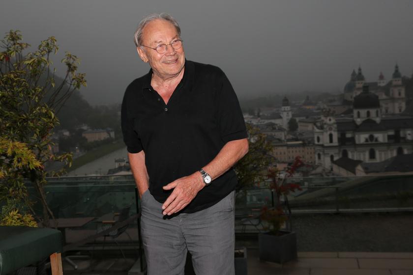 A 78 éves színészt a Salzburgi Ünnepi Játékok 100. évfordulóján kapták lencsevégre.