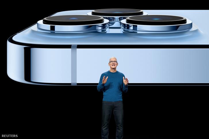 Tim Cook és az iPhone 13 Pro