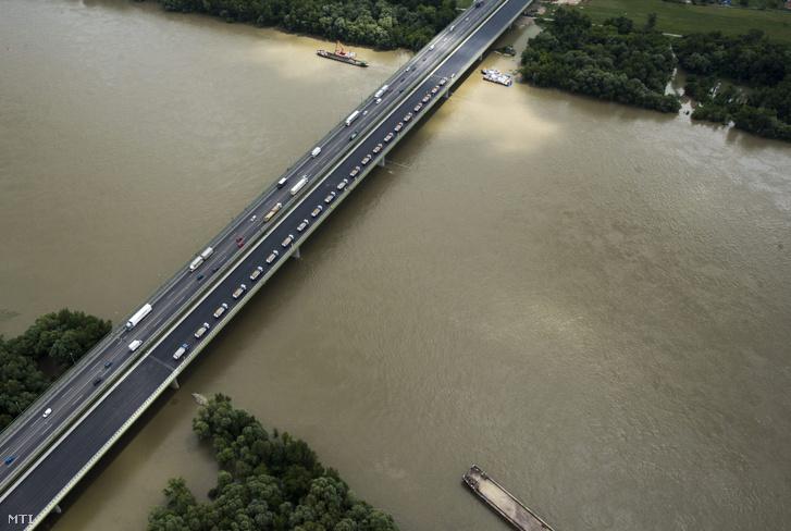 A hárosi Duna-híd 2013. június 4-én.