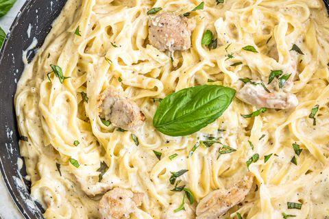 Húszperces tészta sült csirkével és sajtszósszal – Laktató vacsora pillanatok alatt