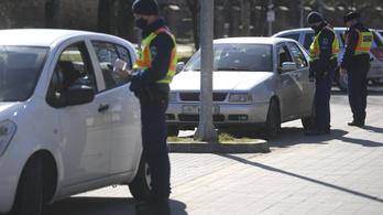 A vezetés közben mobilozókra kiemelten figyel a rendőrség