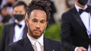 Lewis Hamilton állítólag az OnlyFans egyik kebelcsodájával randizik