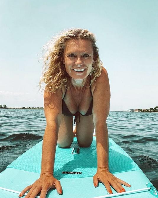 Hegyi Barbara 2021 augusztusában készült bikinis fotóját elhalmozták bókokkal.