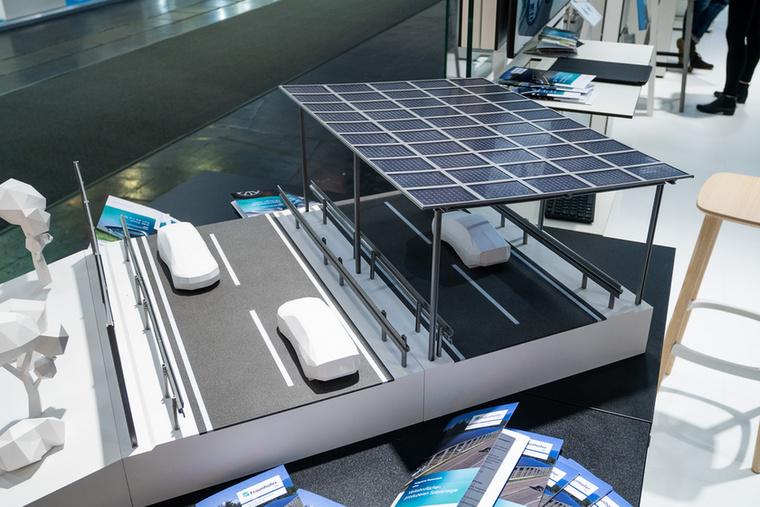 A Fraunhofer Intézetben azt találták ki, hogy utakat napelemmel kell lefedni