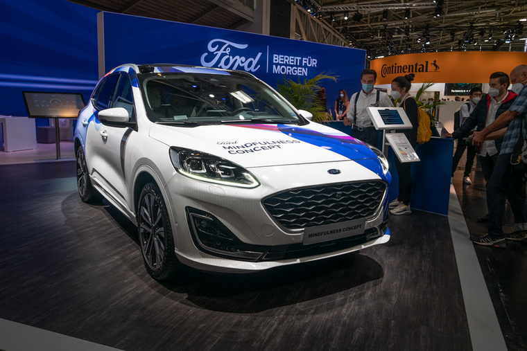 Ennyi újdonságra futotta a Fordnak: egy speciális felszereltségű Kuga Plug-in