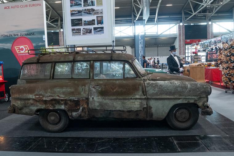 Vajon Anti ezt az Opel kombit is feltámasztaná? Ha tennénk festőlétrát a tetejére, talán rákívánna, mindenesetre ennek az Opel Olympia Caravannak még sok kell, hogy újra guruljon