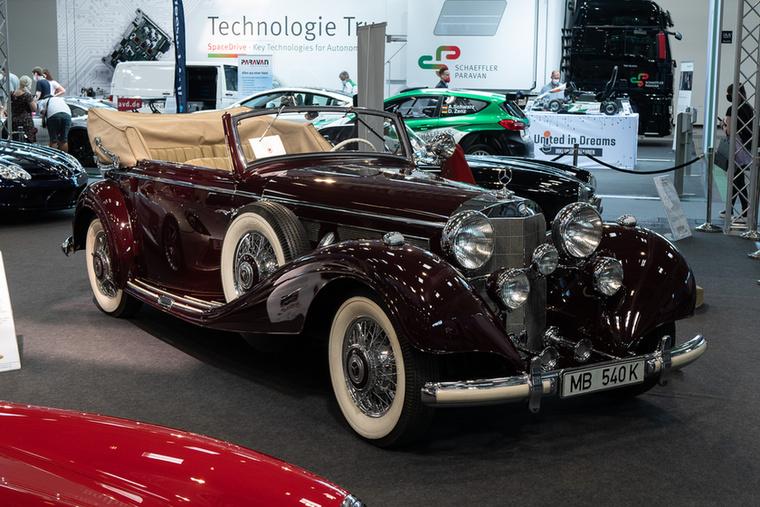 A Mercedes 540 K 1936-ban készült, soros nyolchengeres motorját kompresszor fújta 180 lóerőre