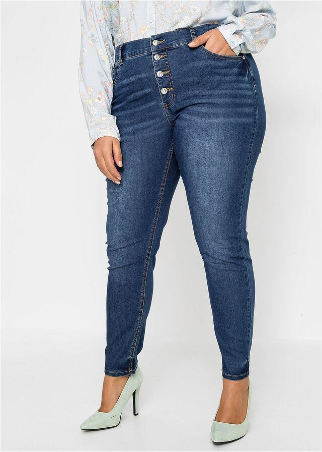 A gombos nadrágok nemcsak újra divatosak, de karcsúsítják is a csípőt, valamint a derekat. A Bonprix testhezálló darabját 8999 forintért vásárolhatod meg.