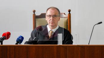 Galambos Lajost két év 10 hónap börtönre ítélte a bíróság