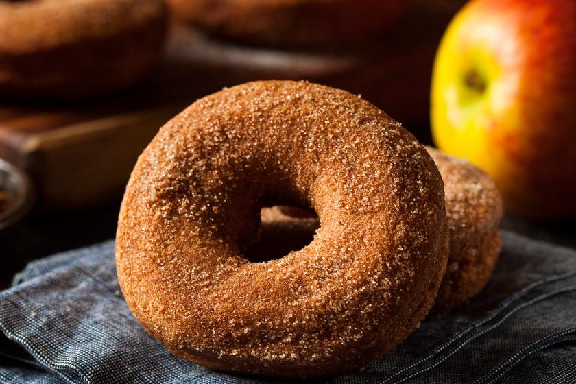 Illatos, fahéjas-almás fánk: a gyümölcs cider formájában is a tésztába kerül