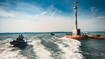 SUP-osokat mentettek a Balatonból a vízirendőrök