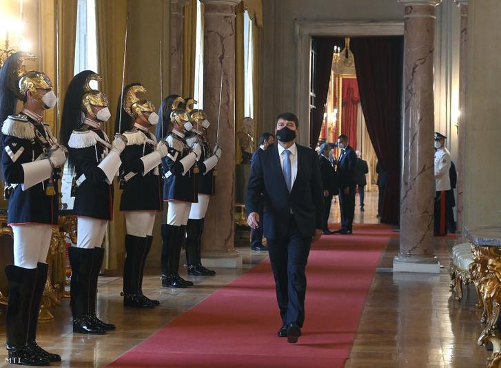 Áder János köztársasági elnök érkezik az Arraiolos-csoport római tanácskozására a Quirinale elnöki palotában 2021. szeptember 15-én