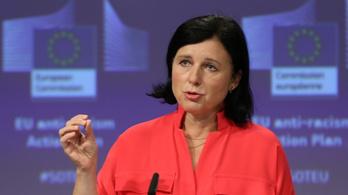Vera Jourová: Az Európai Unió nem tolerálhatja a lengyel médiára nehezedő politikai nyomást