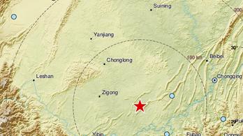 Földrengés pusztított Kínában